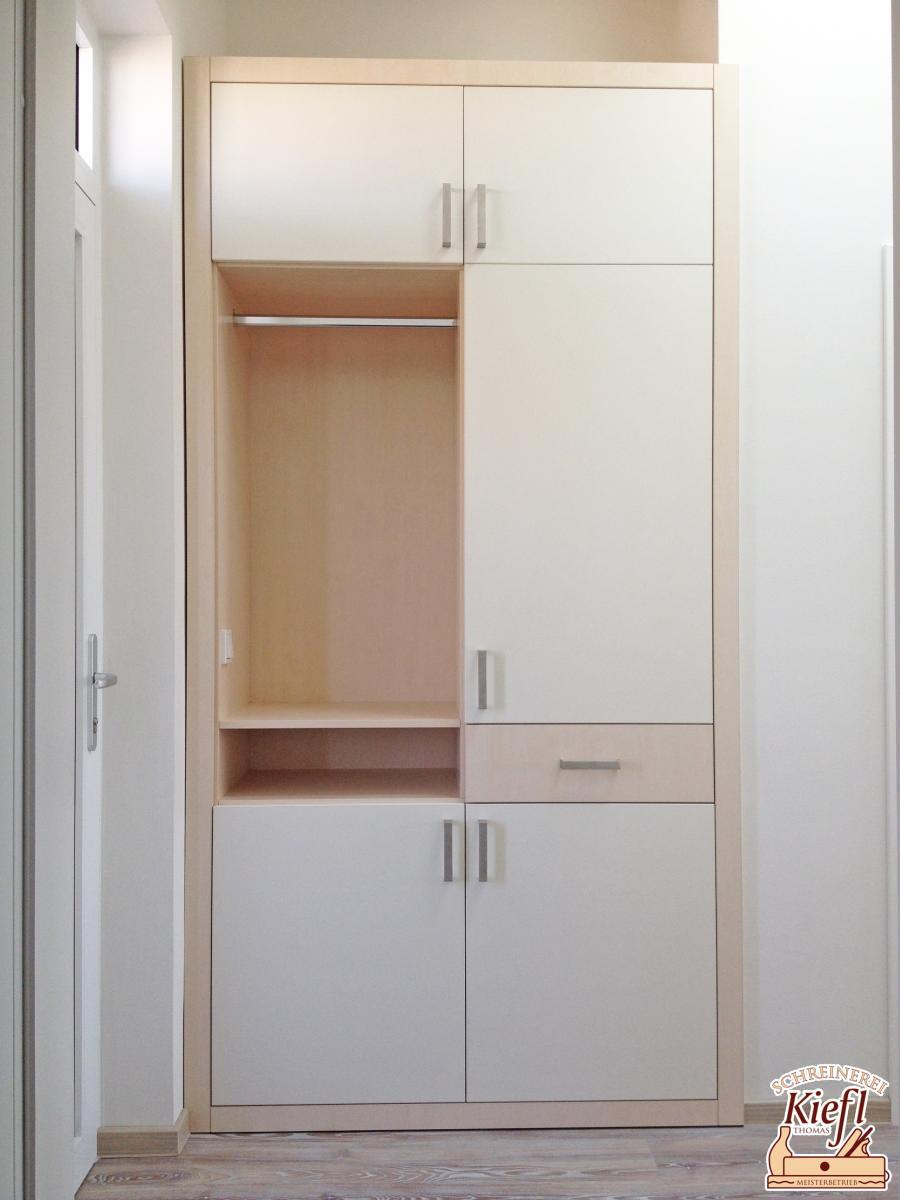 Garderobenschrank mit integriertem Schuhschrank als Einbauschrank