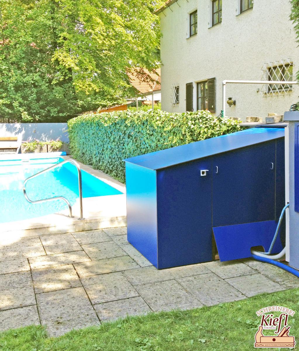 Verkleidung einer Schwimmbadpumpe